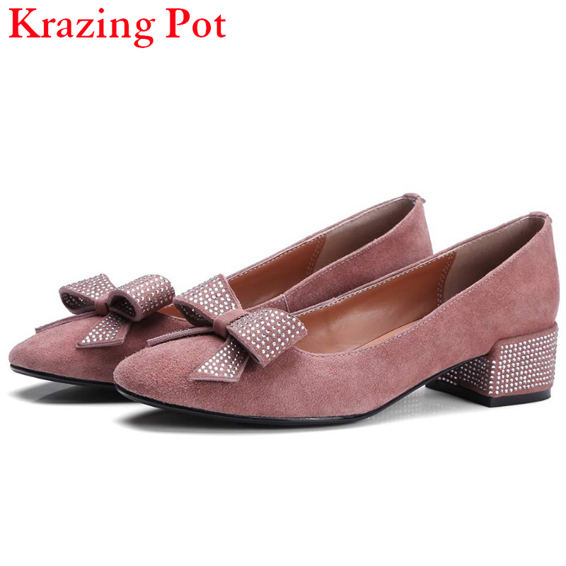 Fashion Brand Slip on Shallow Round Toe Crystal Bowtie Med Diamond Thick Heels Women Pumps Sweet Office Lady Runway Shoes L15 fashion slip on brand shoes crystal buckle high heels casual round toe women pumps embroidery party sandals chinese style l29
