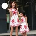 Vestidos de madre e hija familia buscando a juego de ropa niños de la impresión floral sin mangas del bebé party girls vestido de verano 2016 vestidos