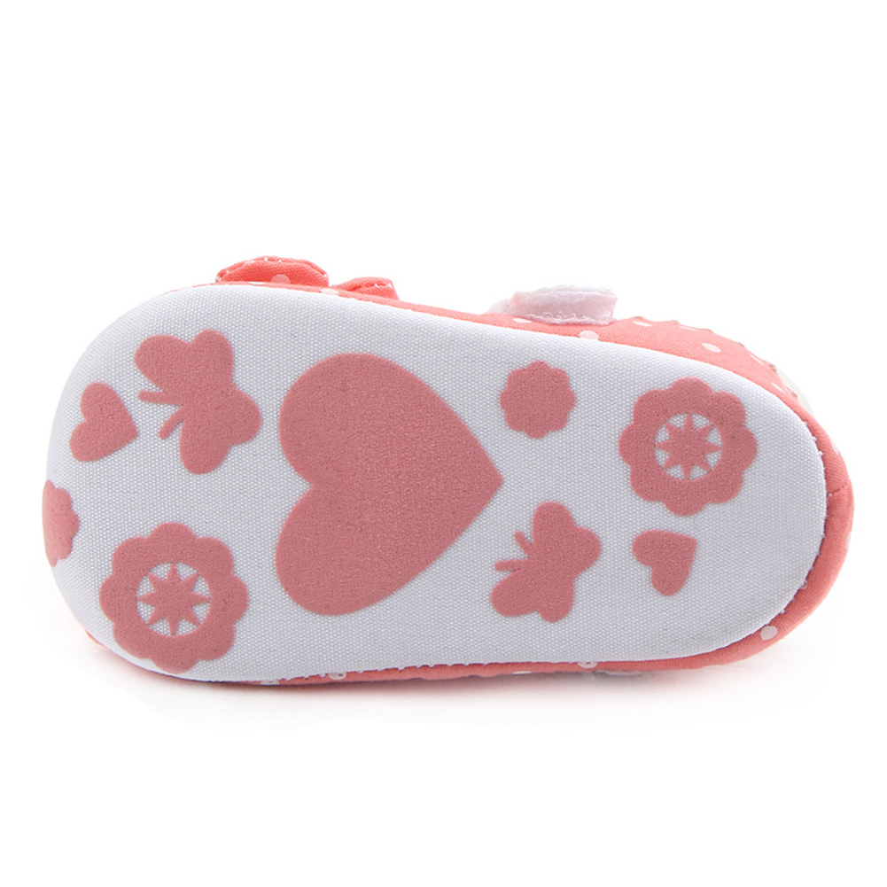 Купить с кэшбэком Crib Shoes for Baby Girls Mary Jane Flats Kids Newborn baby schoenen Infant Shoes Toddler Slippers Flowers Casual Child Footgear