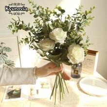 Kyunovia Rosas De Seda Buquê de Noiva Artificial Flor Rosa Branca Buquê de Noiva Da Dama de Honra Buquê de Casamento Bonito D110