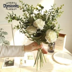 Image 1 - Kyunovia משי ורדים כלה זר מלאכותי פרח ורוד לבן כלה שושבינה זר חתונה יפה זר D110