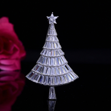 цена на White Rhinestone Brooches for Women Christmas Tree Brooch Pins Silver Gold Shine Crystal Broach Jewelry Wedding Gifts