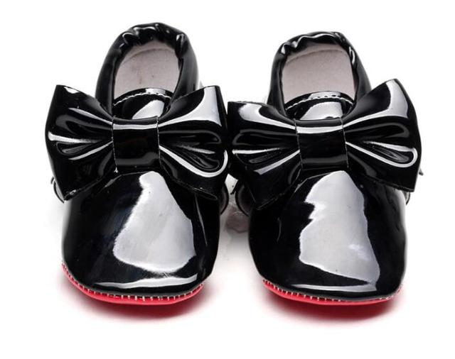 f4d5b54a41310 2019 neue heißer verkauf Rote sohle Pu patent Leder Baby Mokassins Baby  Schuhe Neugeborenen erste wanderer