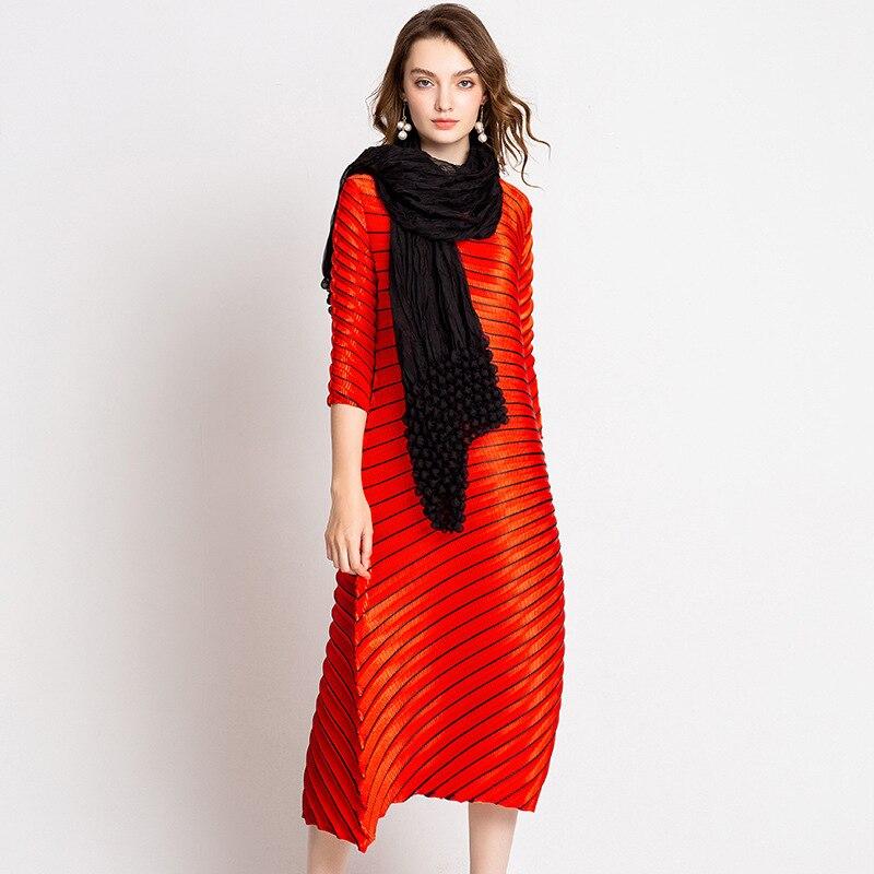Robe de grande taille Midi 2018 femmes automne Boutique Miyake plissé col rond lâche décontracté robe irrégulière pour les femmes 45-80 kg