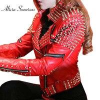 Красная кожаная куртка Для женщин с заклепками в стиле панк с заклепками Кожаные Мотоциклетные шипами Кожаные куртки Veste En Cuir Femme Cazadora Cuero Mujer