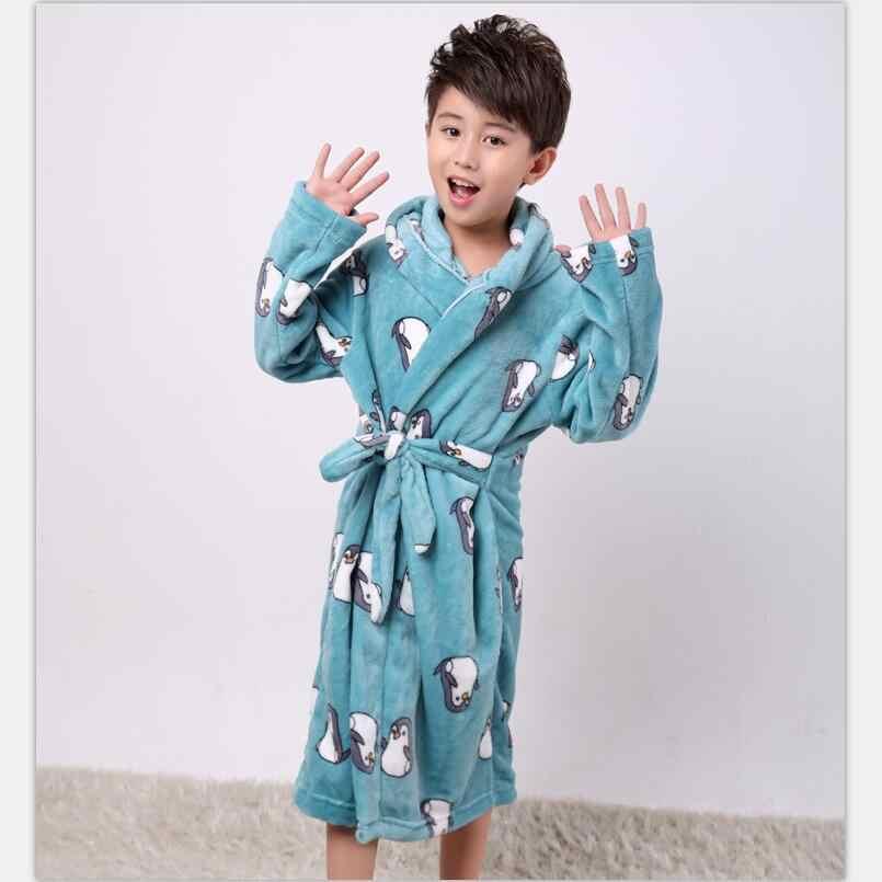 Зимние детские халаты, фланелевый теплый халат, мягкий утепленный банный халат с рисунком пингвина для детей, темно-синий футбольный халат для мальчиков