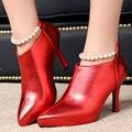 Aiweiyi 2017 mulheres bombeia sapatas das senhoras do dedo do pé apontado cadeias de pérolas Saltos altos Doce Estilo Mulher Sapatos de Casamento Ouro Vermelho Preto sapatos