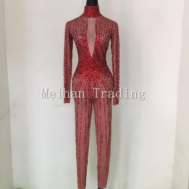 Mode Sexy Cristaux Rouges Body Discothèque Spectacle RomperStage Vêtements  de Danse Strass Combinaison Costume Chanteuse Porter 5eca22a3f17