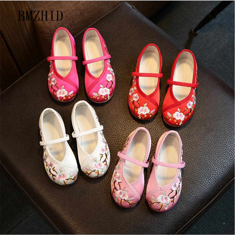 kids shoes girls 2018 new classic Chinese style girls embroidered flat shoes  For kids show dance b482e7e3d29e