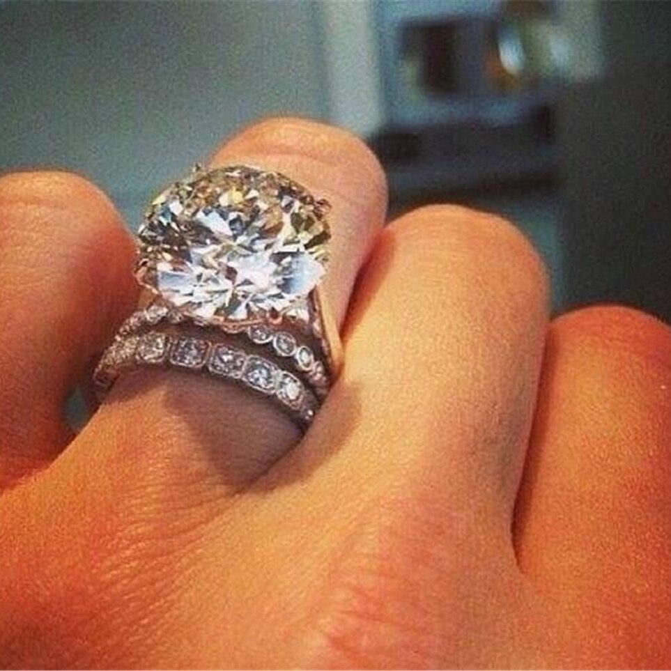 Shiny Rings Natural Jewelry White Zircon Rhinestones Europe and America Ms. Engagement Wedding Rings