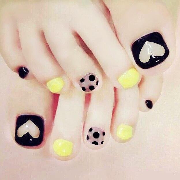 Super cute Japanese fresh yellow and black pure color false nails ...