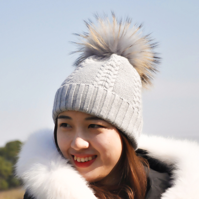 2017 Ladies Fashion Fur Caps Wool Skullies Knitted Hat with Pompom Bonnet Femme Russian Raccoon Fur Pom Pom Hats for Women