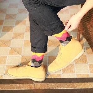 Image 4 - Artı Boyutu 10 çift/grup Rahat Renkli Mutlu Çorap Erkekler Komik pamuk çorap Sıcak İngiliz Tarzı Ekose Calcetines Divertidos Sıcak