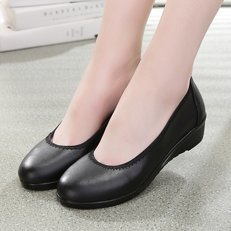 Genuine Leather Women Lofers Flats Shoes 2017 Spring Casual Black Single Shoes Round Toe Soft Mothers Shoes Shallow Slip On 10 concise lofers for women spring women flats elastic band round toe flats size 34 43 flat sole platform shoes 2016 women shoes