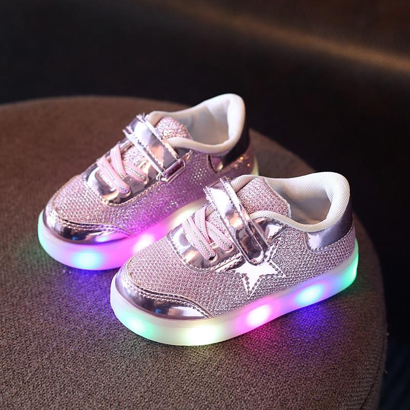 Lastele mõeldud lastejalatsid Led tossud 2017 Uus kevad Armsad tüdrukutejalatsite poiste kingade vilkur, mis kiirgab kergeid beebi lastekingaid