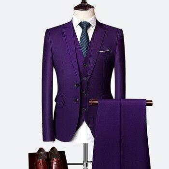 Мужской деловой костюм из трех предметов, пиджак + жилет + брюки однотонного цвета на двух пуговицах, красного, темно синего, белого, желтого