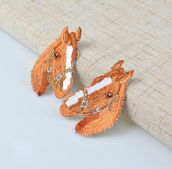 2pcs/lot Exquisite Cartoon Animal Horse Head Embroidered Iron-On Patches For Clothes Garment Applique DIY Accessory