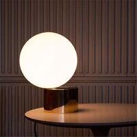 Nordic пост современный минималистский настольная лампа Спальня металла Стекло мяч Декоративные светильники Бесплатная доставка