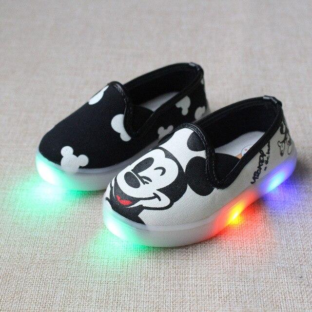 sports shoes 578a0 88a50 US $8.55 10% di SCONTO Ragazze scarpe basse mickey led base calzature  casual scarpe led del fumetto per la neonata scarpe leggere in Ragazze  scarpe ...
