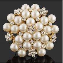 Exquisite Imitation Cream Pearl Flower Pin Brooch Diamante Rhinestone Wedding Brooch Pins Gold Color Elegant Women Broach