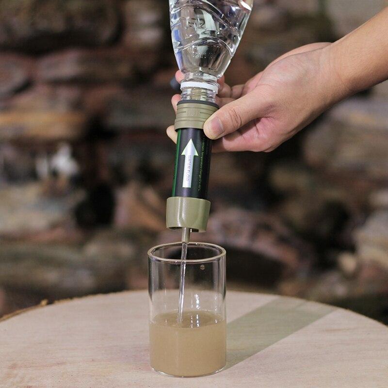 Bebida ao ar livre diretamente sobrevivência purificação