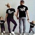 Nova Verão Rainha do Rei Príncipe Princesa Família Roupas Combinando Família Dos Homens Das Mulheres Da Menina do Menino roupas de Algodão t-shirt tee preto branco
