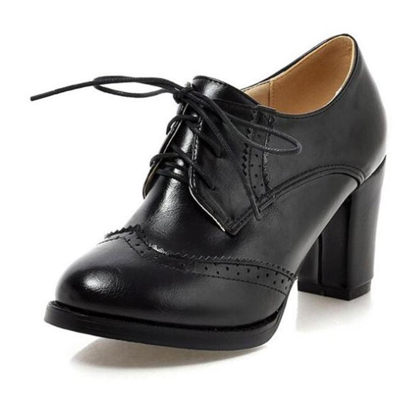5681d269bd4c COVOYYAR 2018 Vintage de encaje de las mujeres de zapatos Oxford zapatos de  tacón grueso de cuero de tacón alto dama botas WHH132
