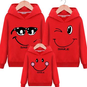 Jednakowe stroje rodzinne dla dzieci dziewczyna bluza ojciec matka chłopiec dziewczyny sweter z kapturem pasujące stroje rodzinne boże narodzenie ubrania tanie i dobre opinie FeJa Na co dzień Pełna Drukuj Matka Ojciec Dzieciak Pasuje prawda na wymiar weź swój normalny rozmiar Bluzy COTTON