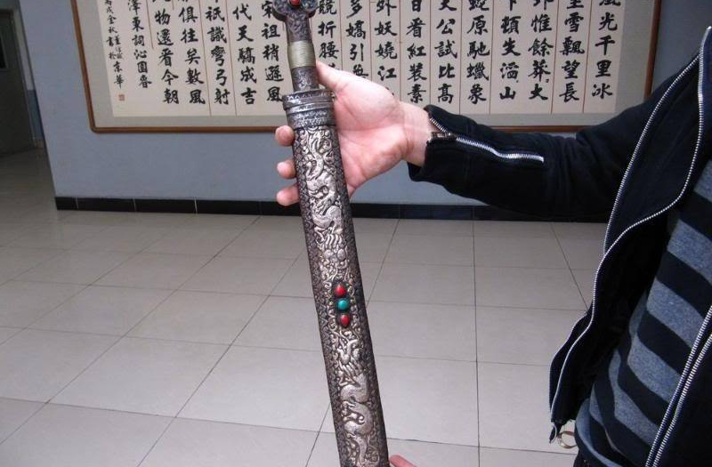 22 Tibet Pure Craftwork Inlay Ruby Turquois Dragon Play Bead Tibetan Knife Sword