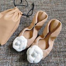Camellia/Женская обувь из натуральной кожи на плоской подошве; Балетки с круглым носком; большие размеры 41; повседневная обувь для беременных с закрытым носком и милыми цветами