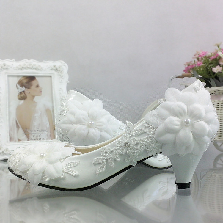 Sweet bride lace pearl flower white wedding shoes with wedding photo single shoes white toast wedding lady цены