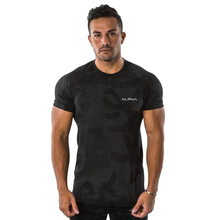 2019 mens new short-sleeved T-shirt camouflage gym fitness exercise casual fashion brand top