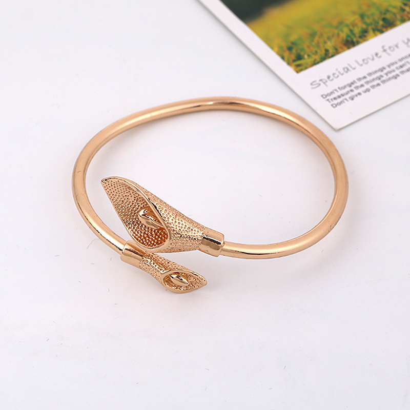 Gold Color Open Bracelet Bangles Gift Charm Flower Cuff Bracelet Jewelry Accessories
