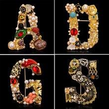 Élégant 26 lettres A D G S lettre broches pour les femmes strass perle émail fleur pull écharpe costume broche broche femme bijoux