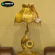 TUDA Vintage Style Table Lamp Peacock Shaped Resin Table Lamp Creative Clock Table Lamp Decoration Lamp E27