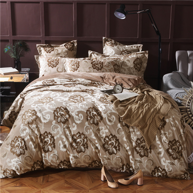 4 Pieces gold Jacquard Fleece fabric Luxury Bedding Set King Size Queen Bed Set winter warm Duvet Cover Bed Sheet Pillowcase4 Pieces gold Jacquard Fleece fabric Luxury Bedding Set King Size Queen Bed Set winter warm Duvet Cover Bed Sheet Pillowcase