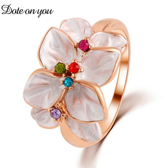 Golden Austrian Crystal Ring White Enamel Flower Ring for Female Fashion Cute Jewelry Christmas Party Engagement Lucky Gift