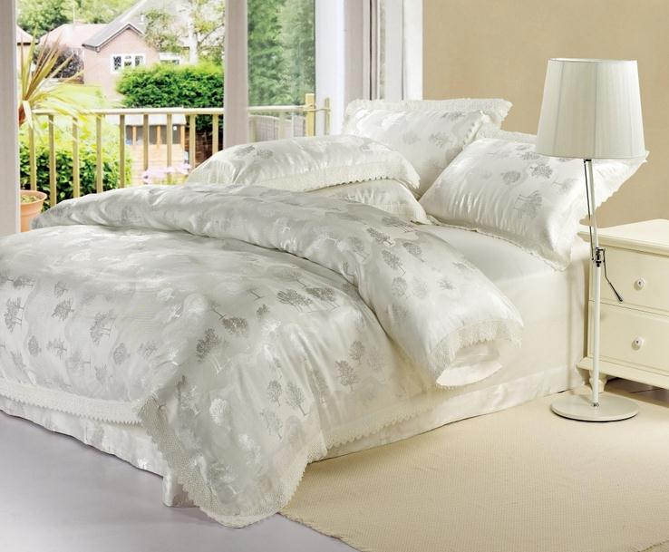 Home textile white gold blue lace jacquard comforter for Lit queen size taille