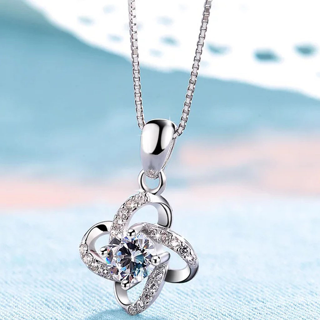 Elegant Retro Silver Plated Pendant Hollow Necklace