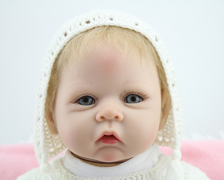 55cm Silicone Baby Reborn Dolls with Cotton Body Dressed In White Sweater Lifelike Doll Reborn Babies Toys for Girl Gifts55cm Silicone Baby Reborn Dolls with Cotton Body Dressed In White Sweater Lifelike Doll Reborn Babies Toys for Girl Gifts