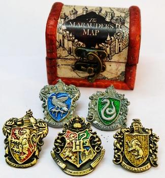 Брошки факультета Хогвартс в подарочной коробке Гарри Поттер