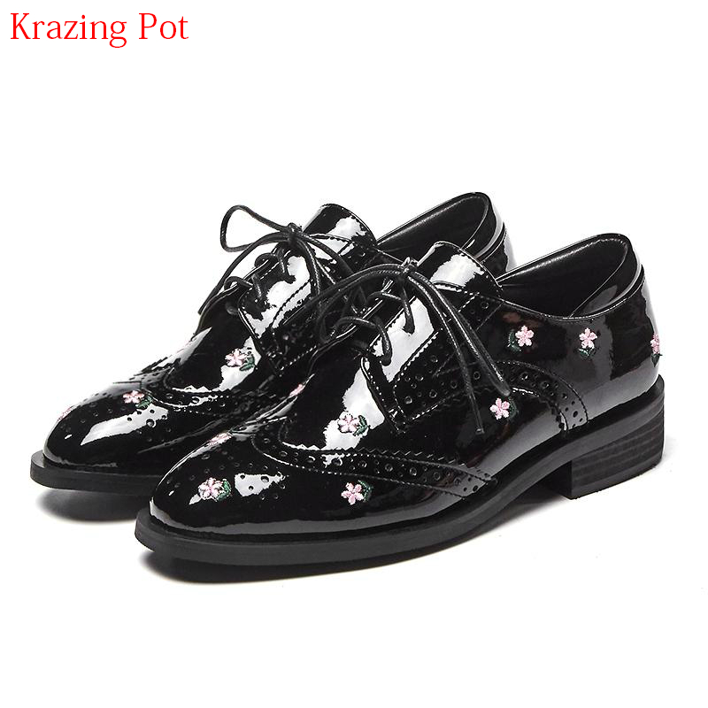 2018 Runway Brand Casual Shoes Round Toe Embroidery Flower Lace Up Thick Heel Women Pumps Elegant Big Size Preppy Style Shoe L20 2017 shoes woman genuine leather flower round toe lace up preppy style med heels pumps for women young lady casual shoes l02