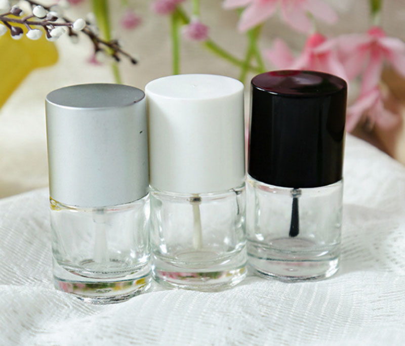 Купить с кэшбэком 50 x 5ml Empty Nail polish Bottle Clear Glass Packing Bottle with Black White Sliver Brush Cap Cosmetic Container Travel Bottle