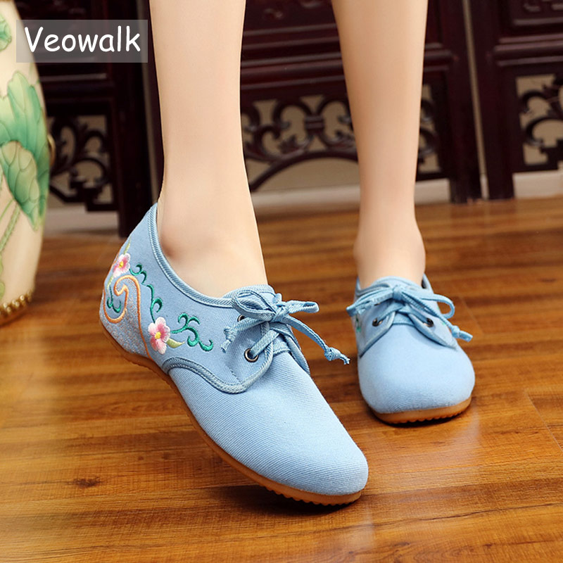 Veowalk Chinese Flower Embroidered Women Soft Canvas Lace up Ballet Flats Vintage Ladies Casual Breathable Cotton Autumn Shoes vintage women linen shoes thai cotton canvas owl embroidered cloth single national flats woven round toe lace up shoes woman