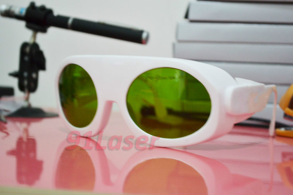 все цены на 750-820nm laser safety glasses for 755n, 810nm, 808nm lasers, O.D 4 , White frame,meets CE and int'l safety standard онлайн