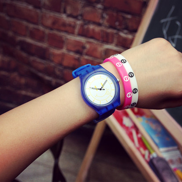 Current Harajuku Smiles Jelly Girls Quartz Watches New Silicone Boys Wrist Watches For Boys Girls Women Watches Best Reloj Verde