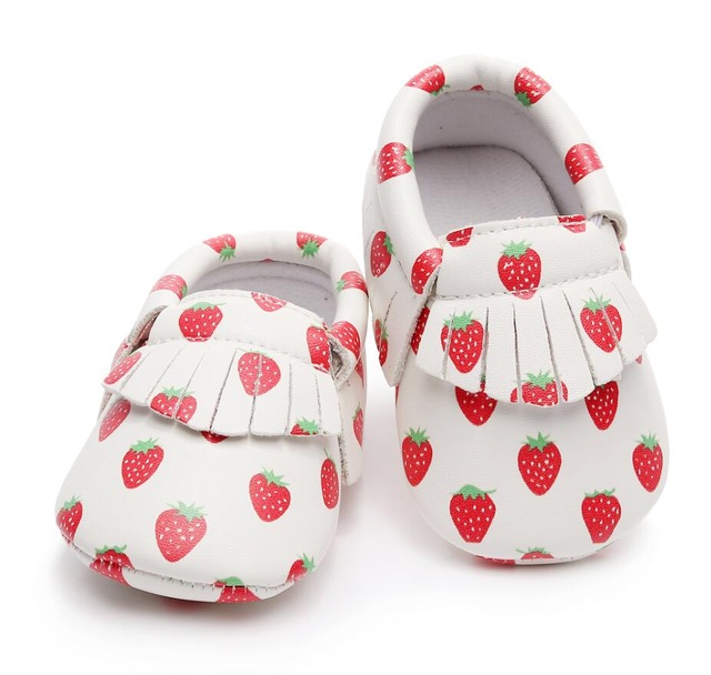 Wholesale Fall New Customized Strawberry Print Pu Leather Baby Moccasins Shoes Baby Girls Boys Shoes First Walkers Baby Shoes
