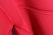 تنورة قصيرة مع بلوزة بأكمام على شكل فراشة