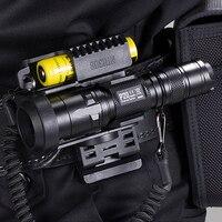 NITECORE P20 التكتيكية مصباح ليد جيب للماء 18650 في الهواء الطلق التخييم الصيد المحمولة مع NTH30B + 2300 mah بطارية حزمة