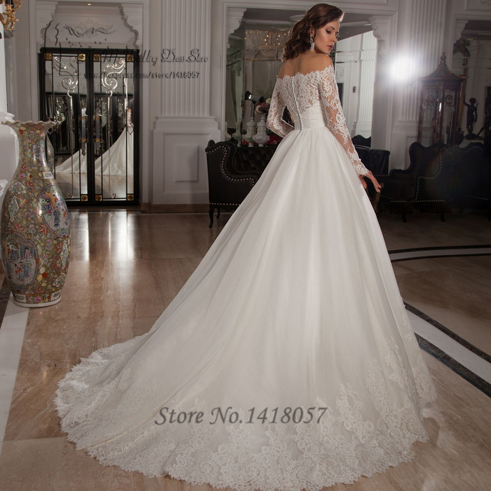 Vintage Lace Wedding Dress Ball Gown with Train and a Long Sleeves